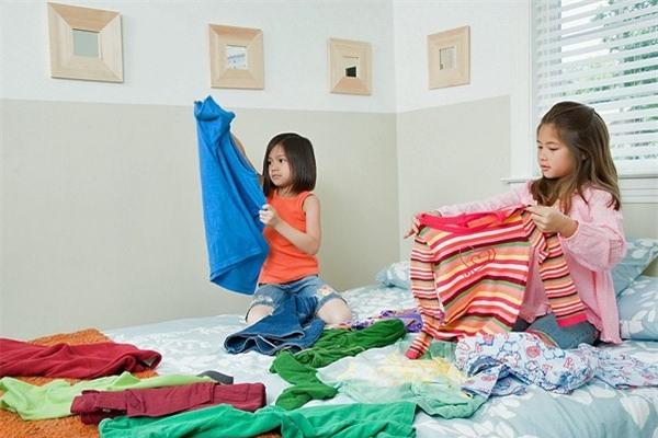 Giúp trẻ tự mặc đồ dễ dàng