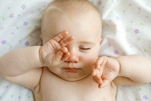Cách phòng tránh bệnh viêm kết mạc ở trẻ sơ sinh