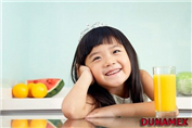 Lưu ý khi cho trẻ uống nước hoa quả
