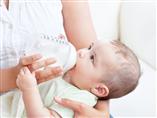 Trẻ hay ọc sữa, nôn trớ, mẹ phải xử sao?